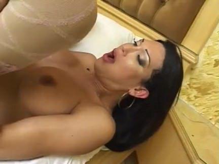 Транни Порно Сексуальный транссексуал трахает черный чувак секс видео