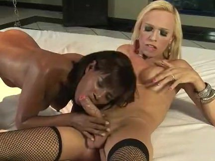 Гермафродиты Порно Черное дерево верховая езда ее транссексуал друг секс видео