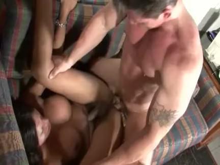 Ледибои Порно ТС с хорошими сиськами едет жесткий секс видео