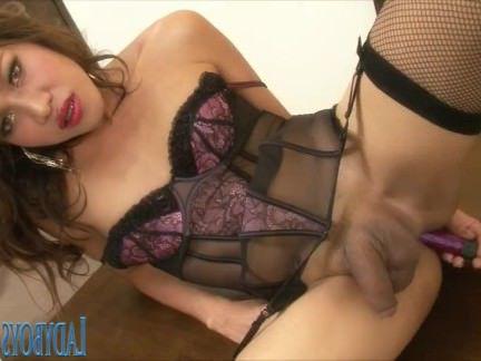 Трансвеститы Порно Ladyboy Arty играя ее мудак секс видео