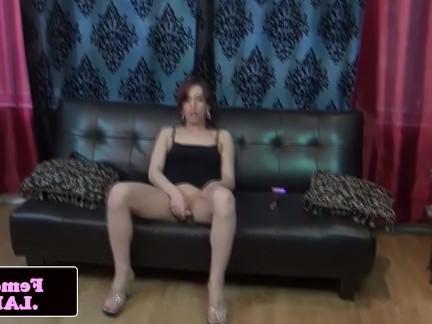 Трансвеститы Порно Freshfaced femboy рывков и показывает задницу секс видео