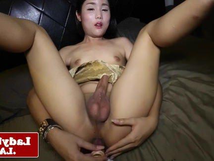 Трансы Порно Молодой ladyboy дрочил и игрушка analplaying секс видео