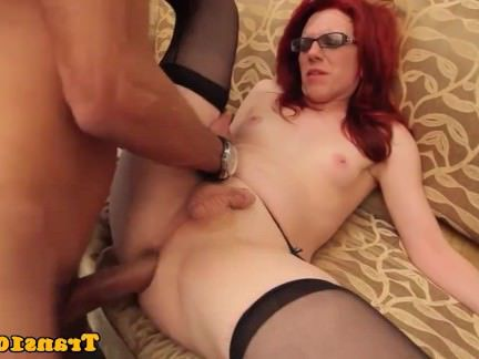 Транни Порно Рыжая трансексуалы в чулках и spex секс видео