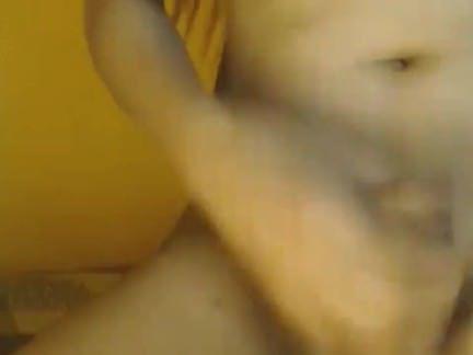 Травести Порно Трансуха с большой красивой грудью дрочит пипирку перед камерой секс видео
