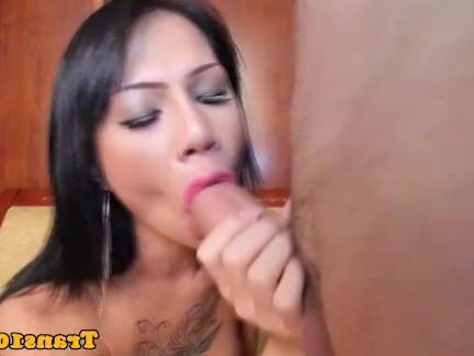 Гермафродиты Порно Мужичок достойно отжарил большим хуем анус красивой транссексуалки секс видео