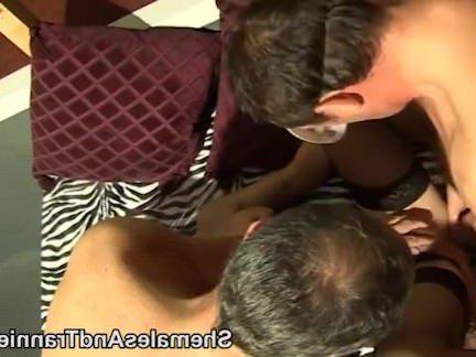 Транссексуалы Порно Два парня с любительской транс секс видео