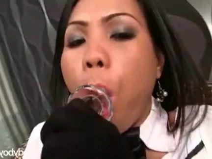 Шимейлы Порно Ladyboy Nadia pantyless полиция секс видео