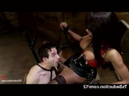 Ледибои Порно Черный транссексуал ебет связанного Парня в рот секс видео