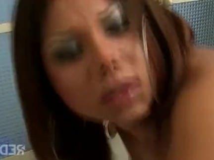 Травести Порно Анальный трахал в ванной секс видео