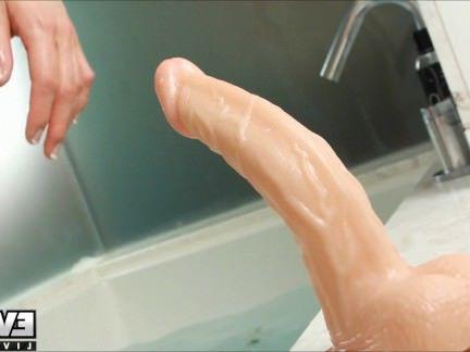 Трансы Порно Горячая транссексуал Ева Линь играет в ванной! секс видео